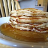 Banana Pancakes https://onegirlstasteonlife.wordpress.com/2010/11/25/pretend-like-its-the-weekend/