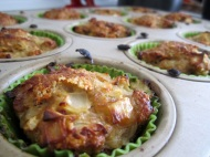 Mini Turkey Meatloaves https://onegirlstasteonlife.wordpress.com/2011/03/27/ground-turkey-four-ways/